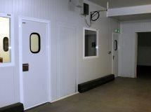 Распашные служебные двери Infraca для складов, офисов, фото