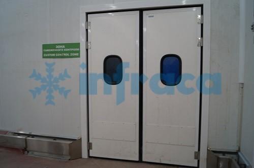 Маятниковая дверь двухстворчатая