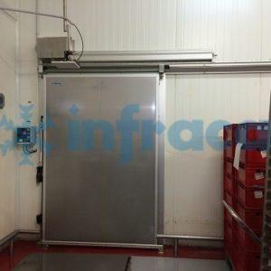 Холодильная откатная дверь с электроприводом